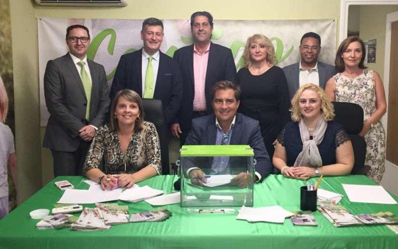 Sepulcre en el día de su presentación con el presidente de Contigo, José Enrique Aguar.
