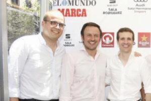 Adrián Ballester junto a Pablo Ruz y Pablo Casado/ elmundo.es