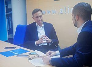 César Sánchez interviniendo en la entrevista /Santiago Calaforra.