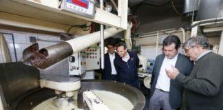"""César Sánchez y Pepe Císcar, muy atentos en su """"dulce"""" visita a Villajoyosa/ @alicantepp"""