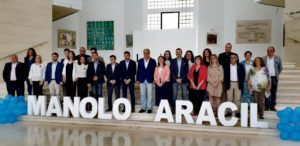 Manuel Aracil en su presentación junto a Esteban González Pons (en el centro)/ Populares Sant Joan