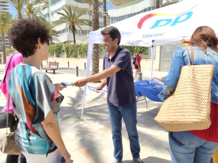 Carlos Mazón en la playa de San Juan/ Populares Alicante