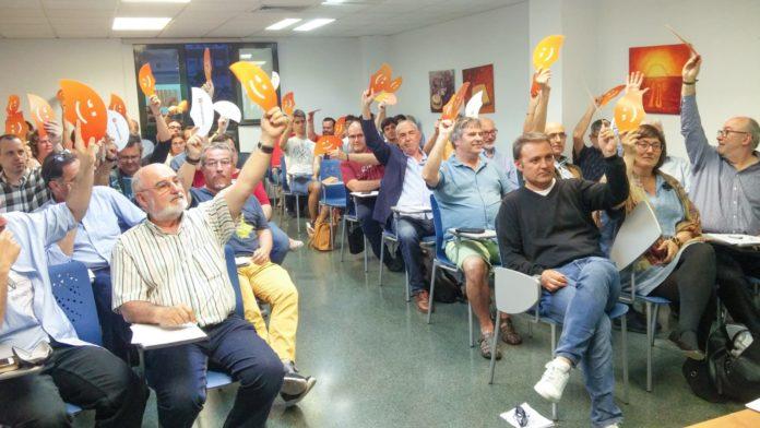 Bellido y Tirado encabezando la votación por unanimidad / Compromís Alacant