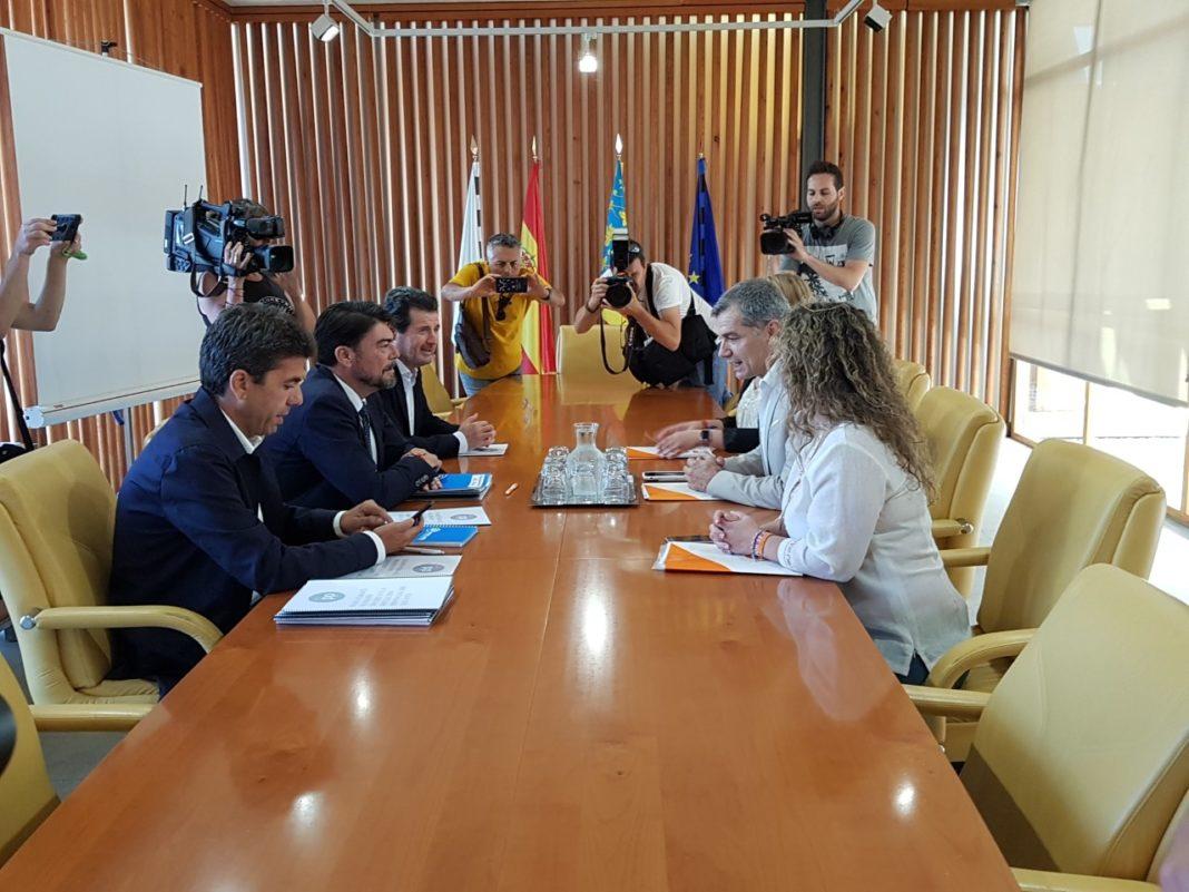 Barcala y Cantó liderando la reunión del PP y Cs en Alicante /Alex Ferrer