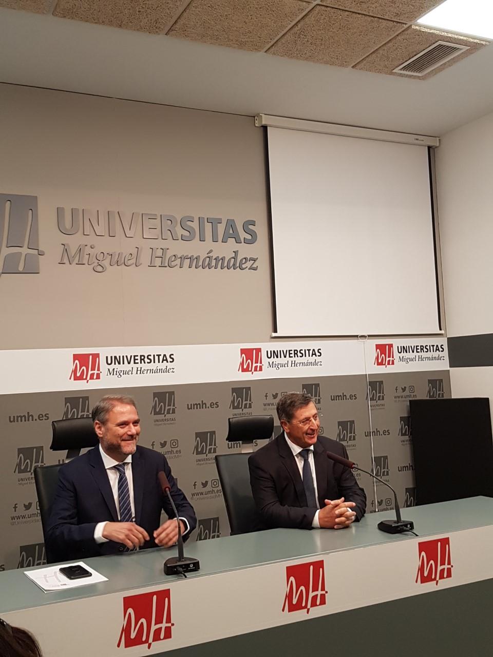 Juanjo Ruiz interviniendo en la rueda de prensa junto a Jesús Tadeo Pastor / Alex