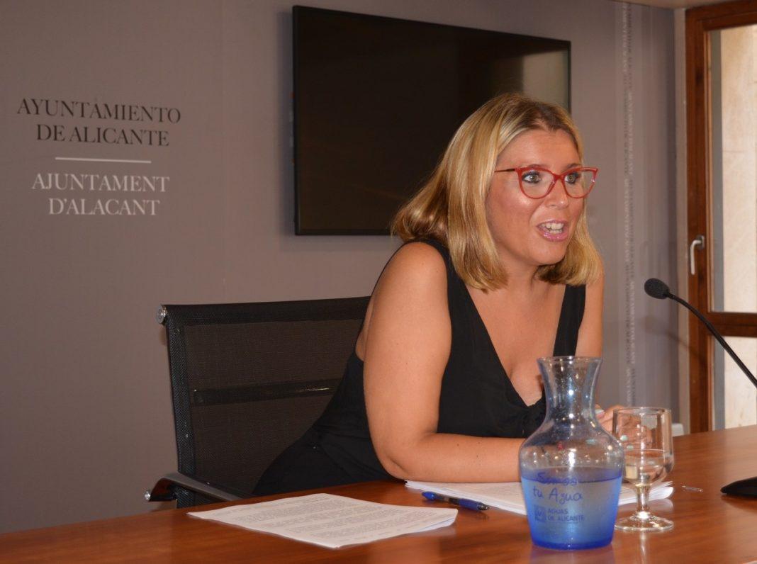 La vicealcaldesa y portavoz del Ayuntamiento de Alicante, Mari Carmen Sánchez, durante la rueda de prensa / Ayuntamiento de Alicante