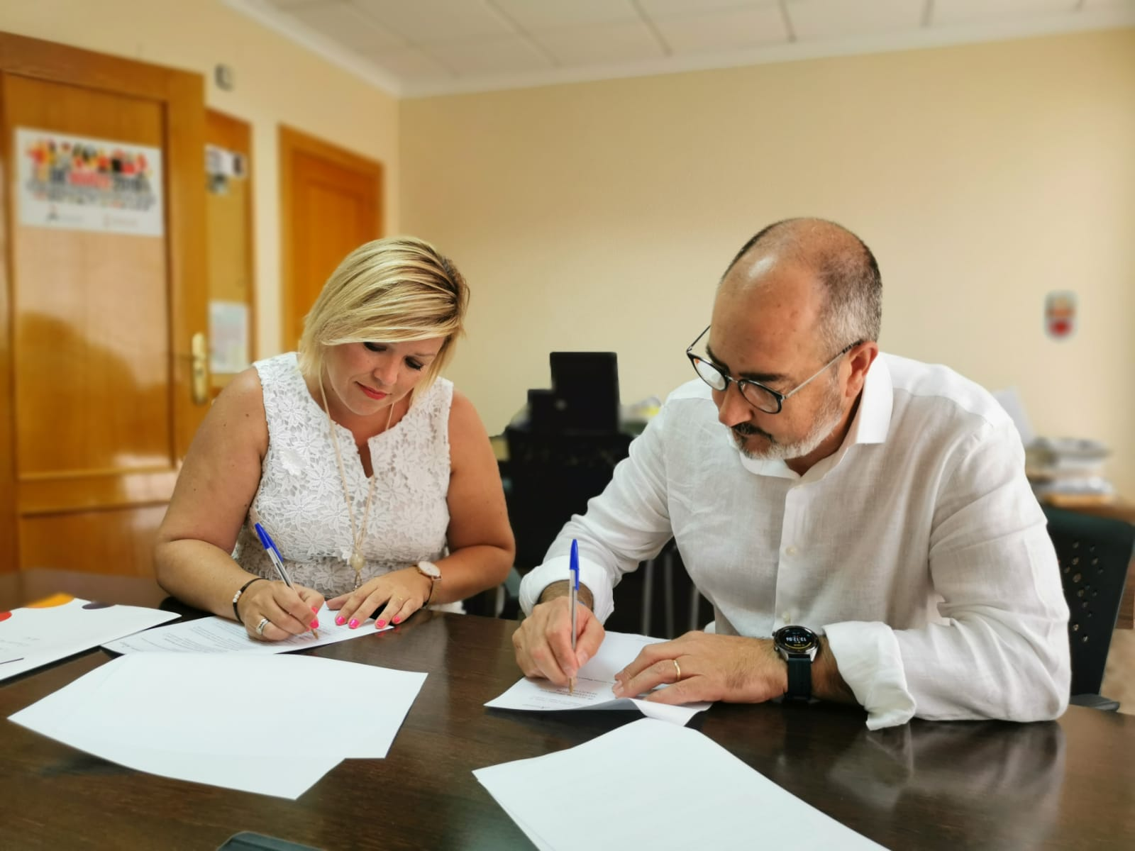La foto de la firma del convenio entre la Mancomunidad Bajo Segura y Benejúzar / Ayuntamiento de Benejúzar