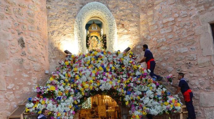La ofrenda floral a la Virgen de Loreto / Diario Información