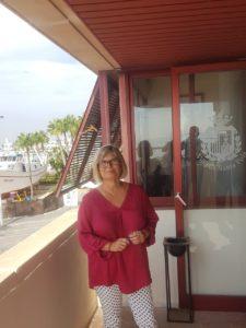 Loreto Serrano, alcaldesa de Santa Pola, en la terraza de su despacho en el Ayuntamiento / Alex Ferrer