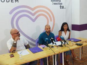 Xavi López interviniendo durante el desayuno informativo junto a Guijarro y Davó / Alex Ferrer