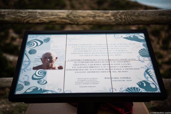 Placa de homenaje a Antonio Torralbo / Ayuntamiento de Vilajoyosa