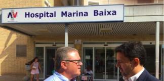 José Juan Zaplana delante de la fachada del Hospital de la Vila /PP Alicante