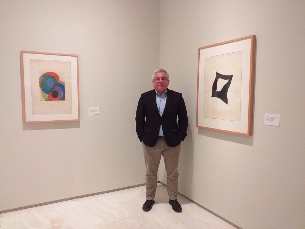 El regidor Antonio Manresa en la exposición de Pablo Picasso en el MACA / Ayuntamiento de Alicante