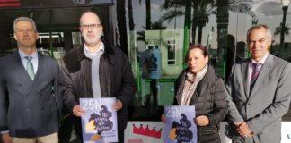 Manuel Villar y María Conejero mostrando el cartel de la campaña para el 25-N /Ayuntamiento de Alicante