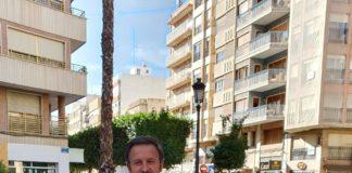 Pablo Ruz en una céntrica calle de Elche / Alex Ferrer
