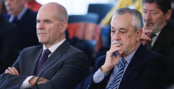 Manuel Chaves y José Griñán, ex presidentes de la Junta de Andalucía, sentados en el banquillo / Efe
