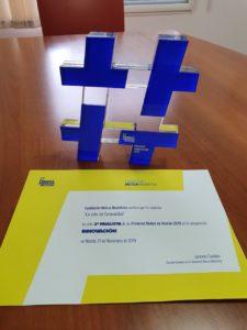 Imagen del trofeo y diploma por lograr lograr ser el 2º finalista de los Premios de la Fundación Mutua Madrileña / Alex Ferrer
