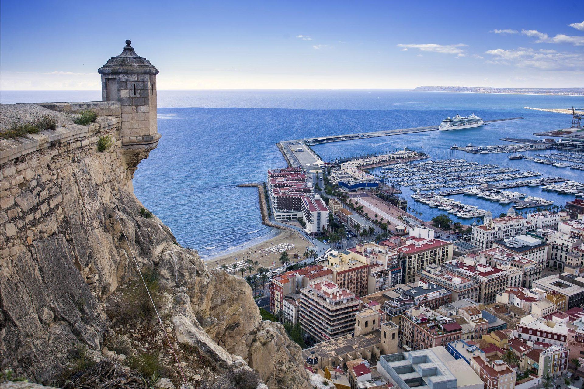 Panorámica de la ciudad de Alicante desde el Castillo de Santa Bárbara