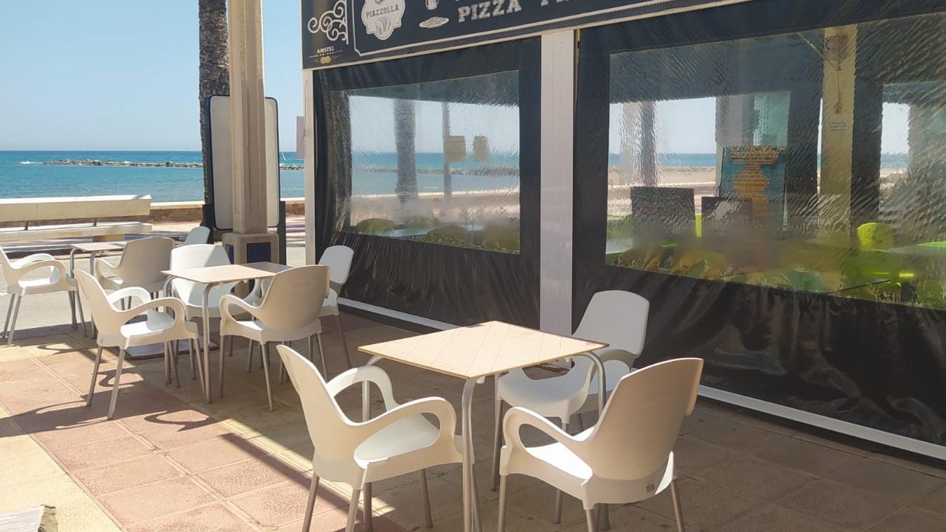 Terraza aislada en un negocio hostelero de la provincia de Alicante