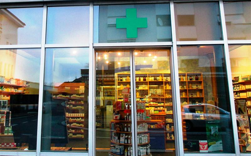 Puerta de una farmacia