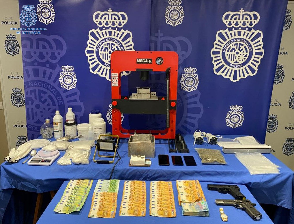 Dinero y droga intervenidos por la Policia