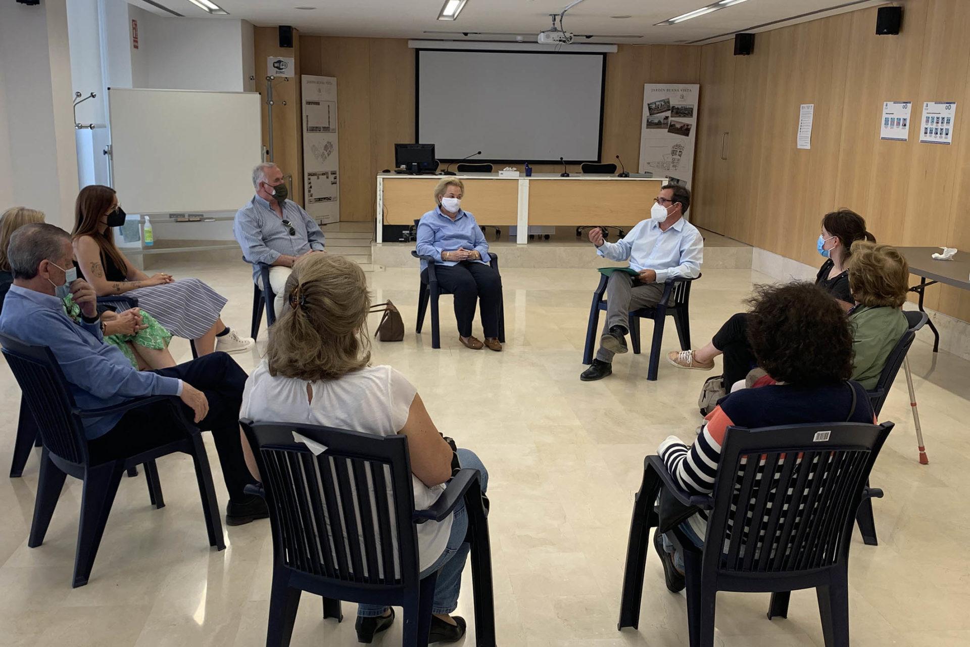 Reunión del diputado Juan Bautista Roselló, con representantes de asociaciones familiares