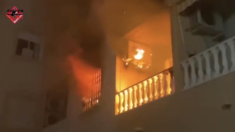 Imagen del incendio de una vivienda en Torrevieja