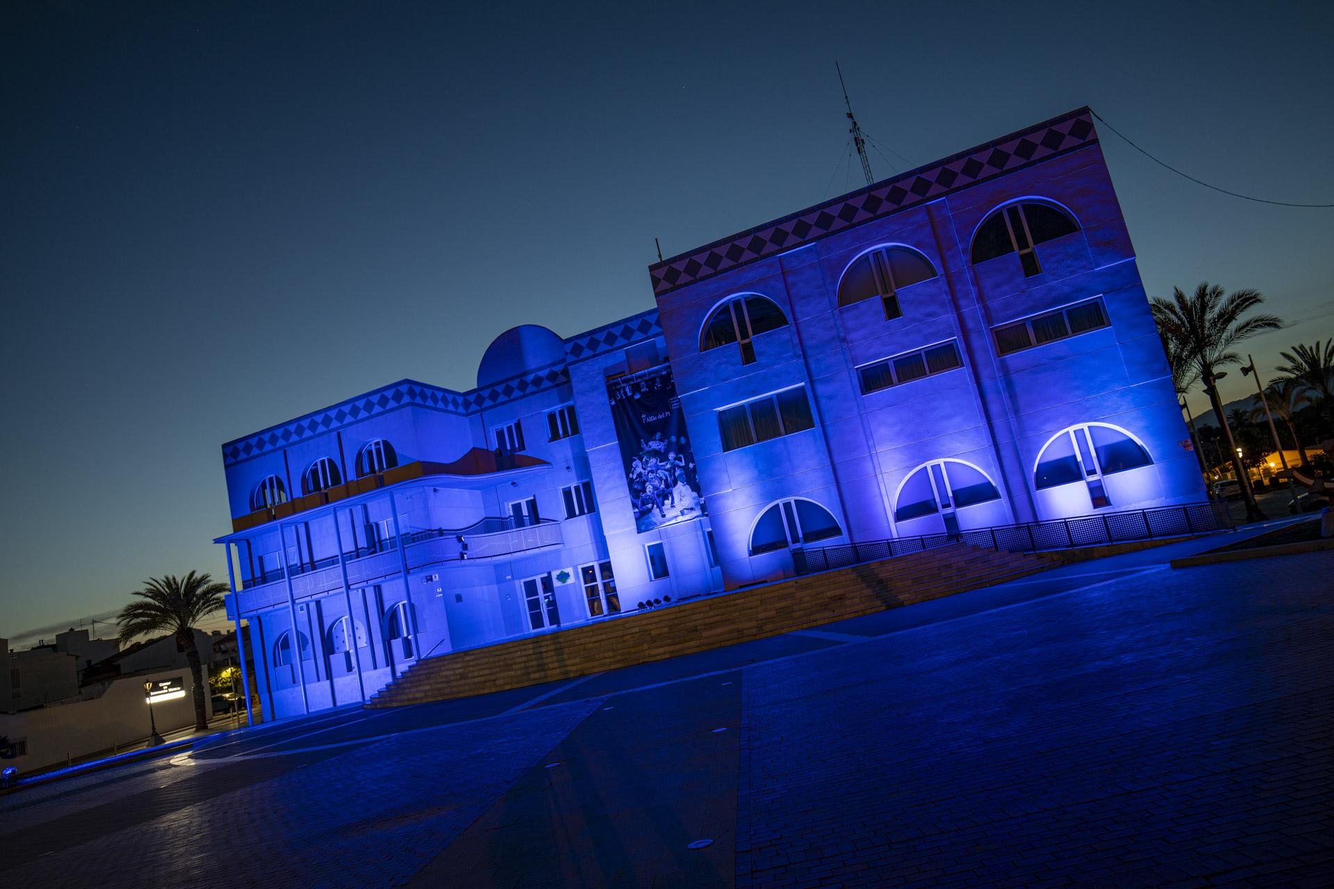 Edificio con luces azules