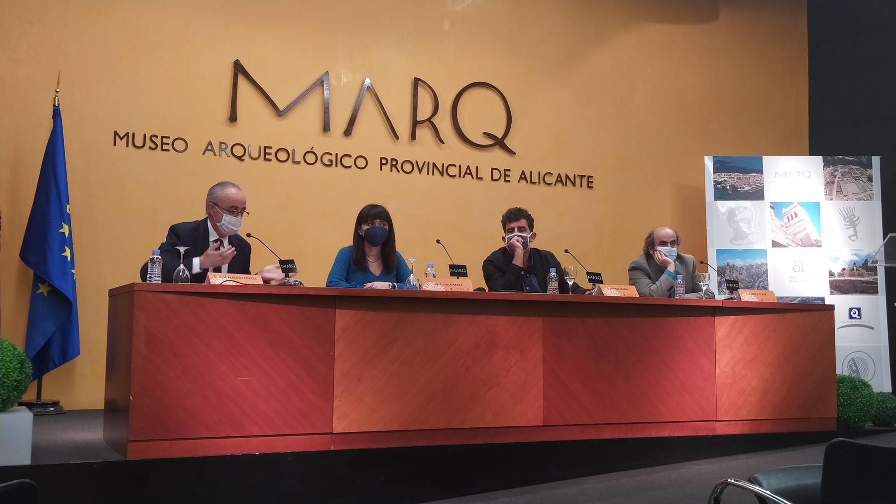 Julia Parra, diputada de Cultura y el equipo directivo y técnico del MARQ