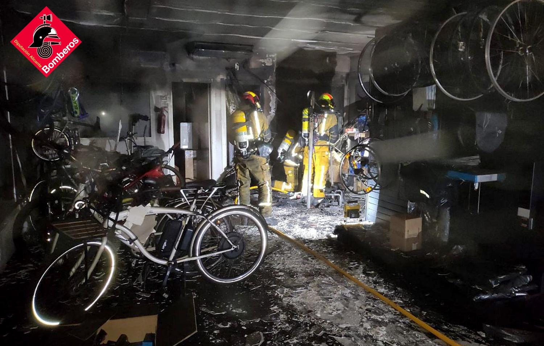 Imagen del incendio en la tienda de bicicletas